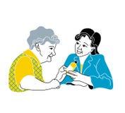 照料年长的人 咨询医疗诊断 照顾病的年长妇女的护士 医生给药片 图库摄影
