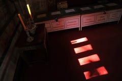 照明设备和阴影在Wat Phra辛哈ubosot  库存图片