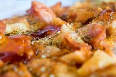照片、开胃薄饼用香肠,乳酪、蕃茄和mayon 图库摄影