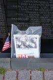 照片和美国国旗离开,进贡在越南狩医 免版税库存图片