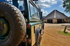 照片徒步旅行队与公路车辆的比赛驱动 米库米国家公园,坦桑尼亚 免版税库存照片