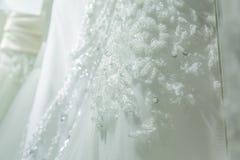 照片显示一部分的被绣的婚礼礼服的美好的样式 图库摄影