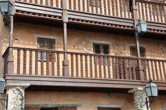 照片木阳台在西班牙样式的一个老房子里 免版税库存照片