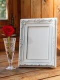 照片框架和一朵红色玫瑰 免版税图库摄影