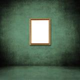 照片框架在绿色难看的东西墙壁上的在屋子里面 库存图片