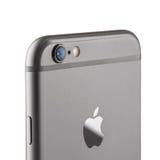 照片照相机iPhone 6是苹果计算机发展的智能手机公司 免版税库存照片