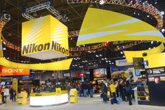 2014年照片的尼康摊加上国际商展在贾维茨会议中心在纽约 库存照片