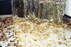照片的时髦的豪华闪闪发光区域在金黄生日pa 免版税库存图片