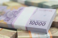 照片,顶视图,盒卢比印度尼西亚金钱,2000年,5000,10000,在白色背景 库存图片