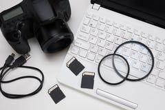 照相机、摄影设备和计算机顶视图  库存图片
