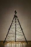 照相机三脚架圣诞树 免版税图库摄影