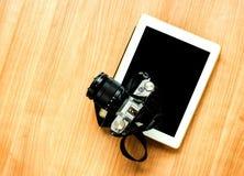照相机和片剂 库存照片