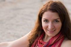 照相机微笑的妇女年轻人 库存图片