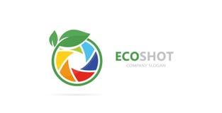 照相机快门和叶子商标组合的传染媒介 摄影和eco标志或者象 独特照片和自然 免版税库存图片