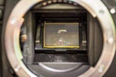 照相机接近的dslr 打破的快门和镜子 免版税库存照片
