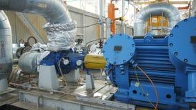 照相机显示与柴油和压缩机的管道 影视素材