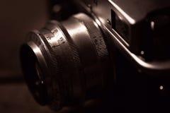 照相机查出在测距仪葡萄酒白色 免版税库存照片