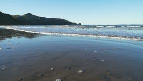 照相机海滩和海平面在海角希尔斯伯勒角,澳大利亚,移动式摄影车 股票录像