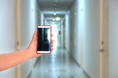 照相机电话捕获旅馆走廊 免版税库存图片