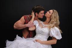 照相机的性感的夫妇姿势 图库摄影