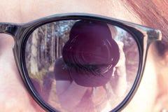 照相机的透镜与由年轻人拍摄的混合的 库存图片