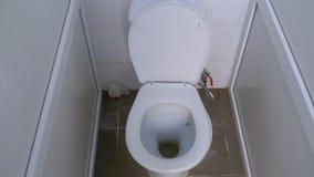 照相机移动在公共厕所小卧室里面 股票视频