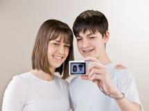 照相机采取少年的纵向自 免版税库存照片