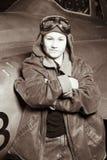 照相机飞行员傻笑的年轻人 库存图片