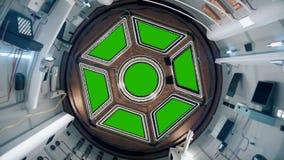 照相机飞行并且接近一扇舷窗有在国际空间站的绿色背景 向量例证