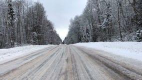 照相机移动并且乘冬天路汽车自白天 影视素材