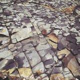 仿照难看的东西样式的破裂的石岩石 库存图片