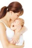 照顾亲吻拿着手中,白色背景的新出生的婴孩 免版税库存图片