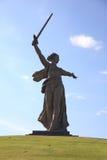照顾俄国雕象伏尔加格勒 库存图片