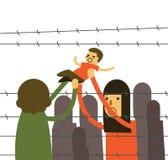照顾拿着她的孩子发怒铁丝网在难民营 库存图片