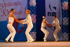 仿照60 ies -执行圣彼德堡音乐厅的马戏团的舞蹈家样式的编舞缩样 库存照片