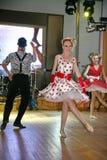 仿照60 ies -执行圣彼德堡音乐厅的马戏团的舞蹈家样式的编舞缩样 免版税图库摄影
