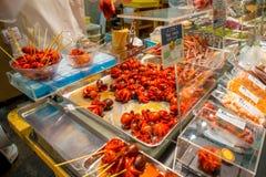 煮沸的微小的章鱼卖了在西龟市场上在京都 库存照片
