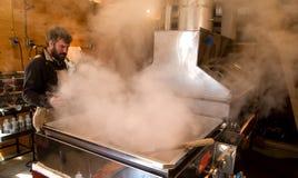 煮沸的枫蜜 库存照片