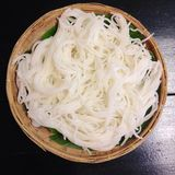 煮沸的泰国米细面条,通常吃与用咖哩粉调制 免版税库存图片