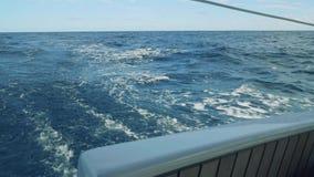 煮沸的海水看法在船尾地 股票录像