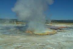 从煮沸的硫磺和水的蒸汽 免版税库存照片