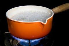 煮沸的罐水 免版税库存图片