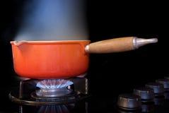 煮沸的罐水 免版税库存照片