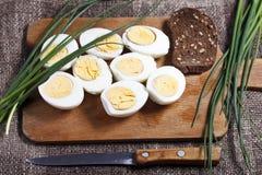 煮沸的蛋一半 免版税库存图片