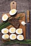 煮沸的蛋一半 免版税库存照片
