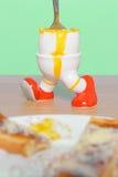 煮沸的蛋和多士早餐 库存图片
