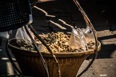 煮沸的豆的小贩 库存图片