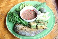 煮沸的辣椒fi鲭鱼酱蔬菜 库存图片