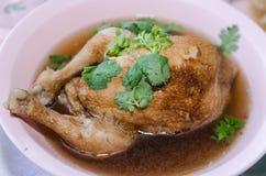 煮沸的鸡用鱼子酱和香菜 库存照片