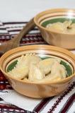 煮熟的传统乌克兰手工制造varenyky (pierogi ruskie 免版税图库摄影